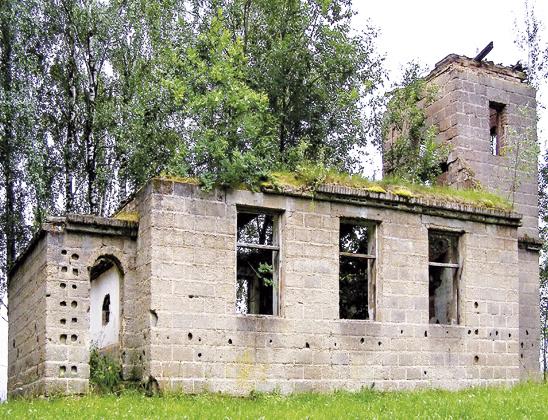 Руины бывшей школы.